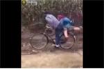 Đạp xe chở người yêu đi chơi và cái kết bi hài