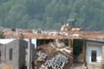 Biết sắp được di dời, dân ồ ạt xây sửa nhà chờ đền bù