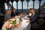 Video, ảnh: Tổng thống Pháp, Mỹ ăn tối trên tháp Eiffel