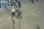 Phụ xe khách hai tay hai kiếm đòi chém nhân viên bến xe