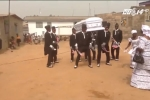 Lạ lùng nơi người dân vác quan tài nhảy múa để đám tang... vui hơn