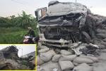 Xe tải đối đầu trong đêm, 2 tài xế bị thương nặng