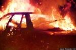 Cụ ông 85 tuổi đi không vững vẫn dũng cảm lao vào ô tô đang cháy cứu người