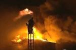 Lính cứu hỏa Mỹ gồng mình trong biển lửa gây ấn tượng mạnh trên mạng xã hội