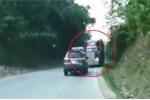 Container vượt ẩu trên đường đèo, ôtô con suýt mất mạng