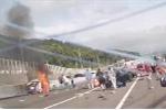 Kinh hoàng xe đầu kéo hỏng phanh, cày nát hàng loạt ôtô trên cao tốc