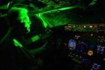 Chiếu đèn laser uy hiếp máy bay: Đã có nước phạt 500 triệu đồng, tù giam 2 năm