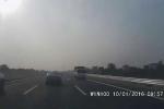 Clip: Kinh hoàng ôtô chạy ngược chiều trên cao tốc 120km/h Hà Nội - Hải Phòng