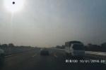 Xe tải liều lĩnh phóng ngược chiều trên cao tốc Hà Nội - Hải Phòng