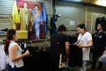 Thái Lan bảo đảm ổn định giá trang phục đen trong quốc tang