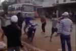 20 thanh niên cầm dao rựa hỗn chiến giữa đường