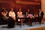 Nhà báo Tạ Bích Loan sát cánh cùng MC Lại Văn Sâm tại VTV Awards