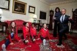 Tổng thống Obama 'so tài' với các vận động viên thể dục nghệ thuật