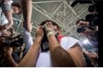 Vô địch Olympic, đô vật Nhật bật khóc bên di ảnh mẹ