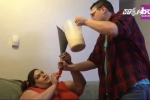 Cô gái được bạn trai cho ăn bằng phễu để trở thành người mẫu béo nhất thế giới