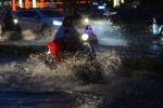 Sài Gòn mưa lớn bất thường ngày đầu năm