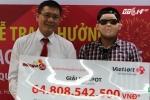 Clip: Người trúng xổ số 65 tỷ đeo mặt nạ Psy nhận giải