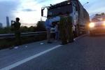 Tài xế xe tải lao thẳng xe vào hiện trường vụ cướp có súng giúp người bị hại