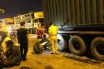 Cướp làn xe máy, container tông chết người rồi bỏ trốn