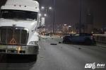 Ô tô tông container trên cầu Sài Gòn, một cô gái chết thảm