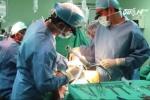 Chờ vợ đẻ, chồng bị bác sĩ... cắt trĩ
