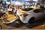 Liên tiếp gây tai nạn rồi bỏ chạy, tài xế ô tô bị dân truy đuổi