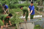 Sinh viên Học viện Cảnh sát hăng hái dọn vệ sinh ngõ xóm giúp người dân Hưng Yên