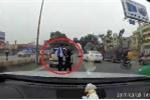 Clip: 2 tài xế bắt tay 'chào thân ái' sau va chạm giao thông khiến dân mạng ngỡ ngàng