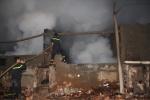 Trắng đêm dập lửa trong xưởng gỗ ở Đắk Nông