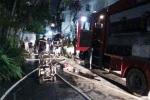 Trường mầm non bốc cháy dữ dội trong đêm ở Sài Gòn