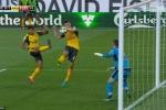 Kết quả bóng đá Anh: Koscielny ghi bàn bằng tay, Arsenal thắng kịch tính phút 92