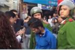 Dân truy đuổi, bắt sống nữ đạo chích 'chôm' đồ trong tiệm làm móng