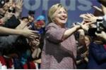 Bà Hillary mặc áo 280 triệu khi nói về bất bình đẳng khiến dư luận dậy sóng