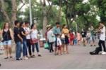 Cậu bé kéo đàn bị truy giấy phép trên phố đi bộ: Lãnh đạo quận Hoàn Kiếm lý giải