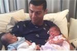 Bỏ Confed Cup, Ronaldo hạnh phúc bên hai con trai mới chào đời
