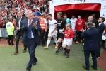 Video: HLV Ferguson bồi hồi ôn lại kỷ niệm với trò cũ trong phòng thay đồ của MU