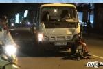 Xe máy đấu đầu xe tải, nam thanh niên nguy kịch