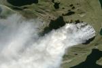Lửa cháy bất thường 2 tuần chưa tắt gần dải băng Greenland