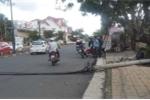 Nâng dây cáp chắn ngang đường, phụ xe tải bị xe khách kéo chết tại chỗ