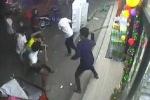 Hàng chục côn đồ cầm hung khí lao vào chém người trong quán karaoke
