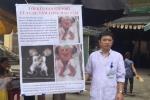 Cảm động tấm lòng Phó giám đốc bệnh viện ra chợ quyên tiền cho 2 bệnh nhi dính bụng