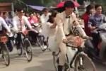 Xôn xao đám cưới rước dâu bằng 'ngựa sắt Thống Nhất' tại Hà Nội