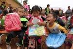 Món quà đặc biệt cho trẻ mầm non khó khăn nhất Điện Biên Đông