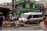 Xe khách mất lái lao vào dải phân cách, nhiều người bị thương
