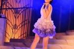 Con gái 12 tuổi của Chân Tử Đan xinh như hoa hậu trên sân khấu - 2
