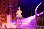 Con gái 12 tuổi của Chân Tử Đan xinh như hoa hậu trên sân khấu - 4