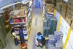 Phát hoảng trước kỹ năng ăn cắp bằng chân của nữ đạo chích trong siêu thị