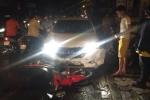 Xe hơi tông liên hoàn 3 xe máy ở Hà Nội trong đêm