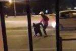 Clip: Cãi vã với bạn gái ngày 8/3, nam thanh niên lao ra đường tự tử