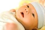 Trẻ sơ sinh bị vàng da phải làm thế nào?